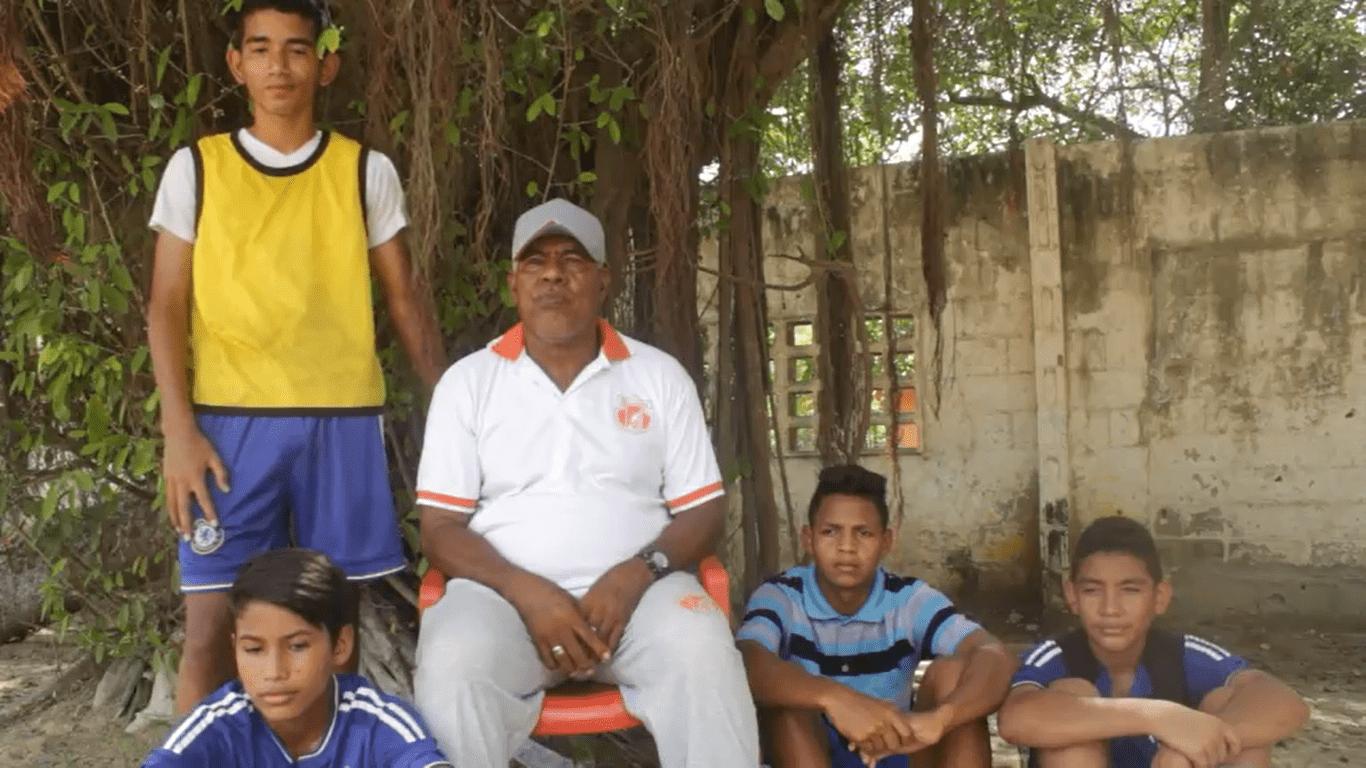 """Desde muy joven, Daniel Martinez Ramos, más conocido como el """"El Mell0,"""" ha venido formando, apoyando y sacando adelantes a talentosos jóvenes futbolistas de diferentes sectores de la Región Caribe"""