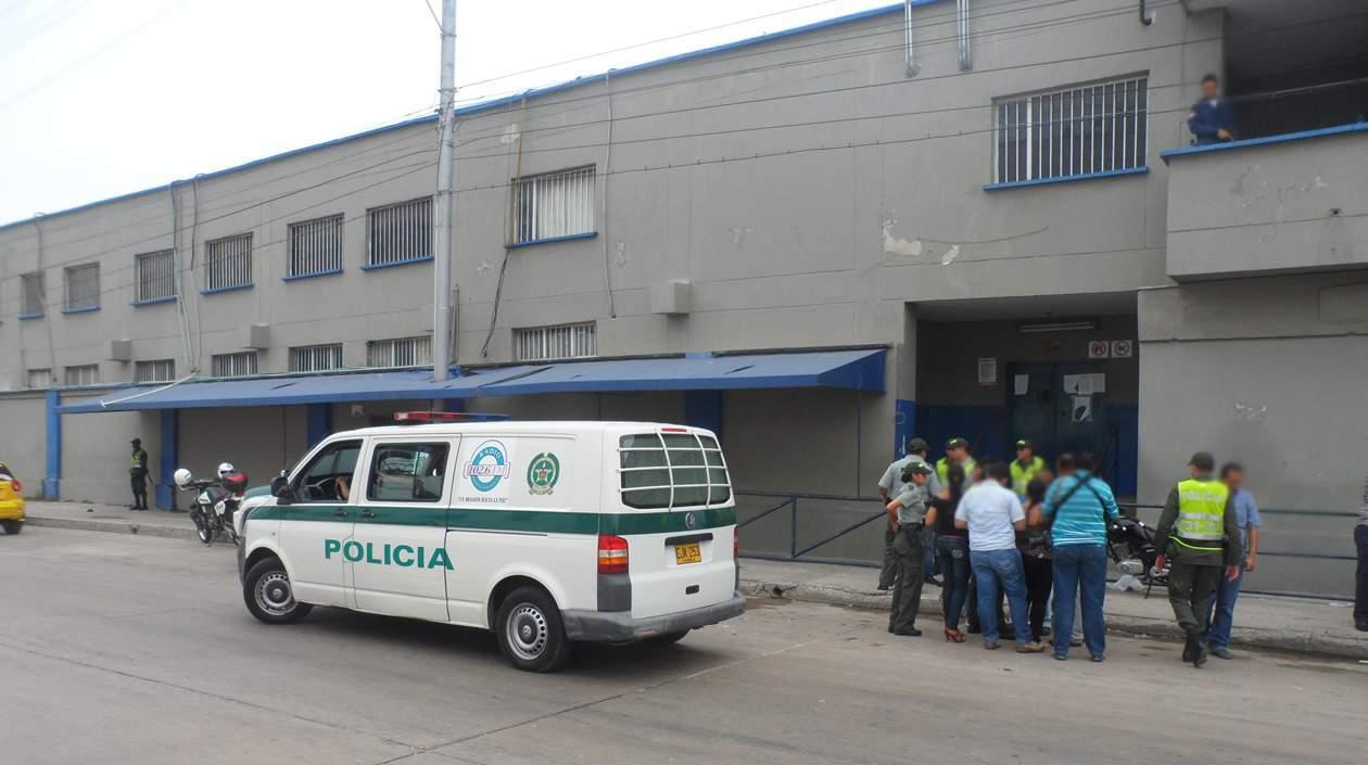 Un hecho bochornoso se presentó el día de ayer en Barranquilla, dos mujeres se levantaron a muñeca en todo el frente de la Cárcel Modelo de Barranquilla