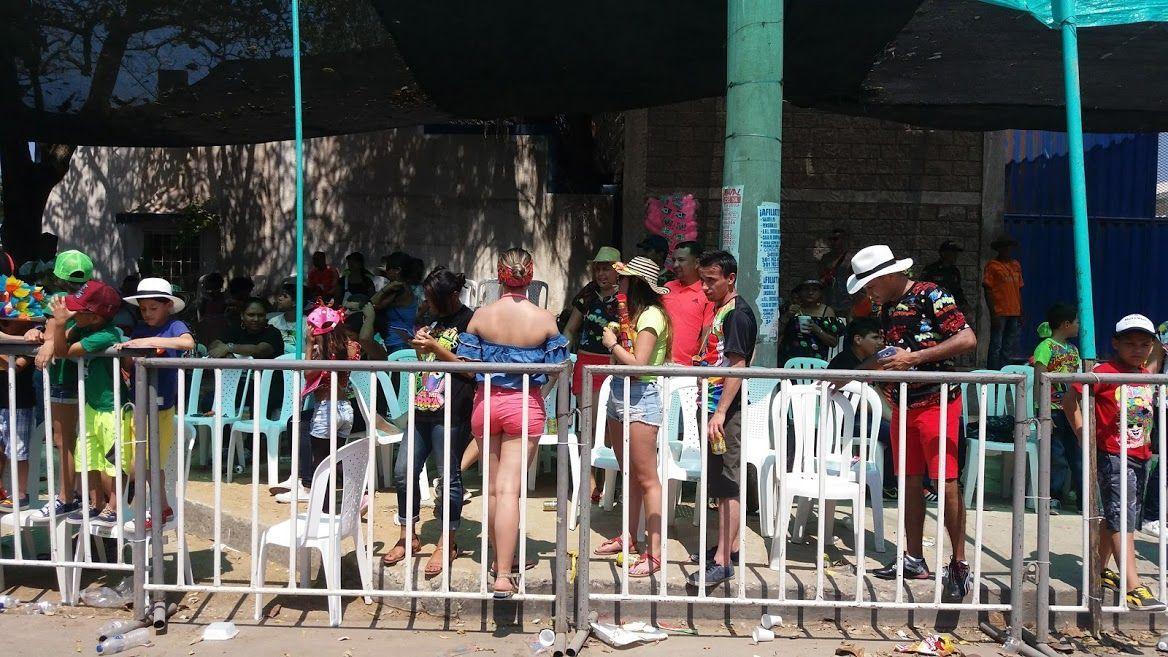 El día de hoy en plena vía 40 iniciaron en Curramba las fiestas representativas del pueblo barranquillero, el carnaval de Barranquilla, toda una tradición que por muchos años se viene disfrutando con alegría y sabor en toda la ciudad y en su Área Metropolitana, como también en diferentes municipios de la Región Caribe