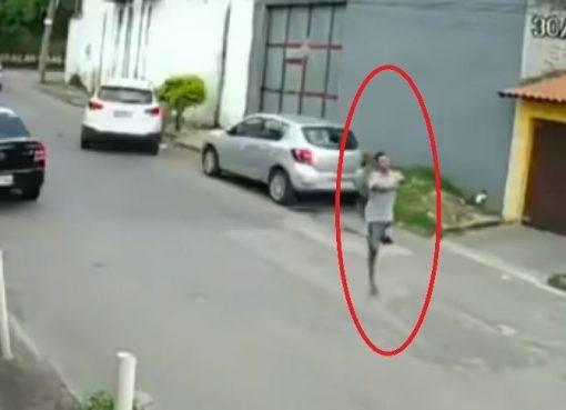 VIDEO: Saltando en una 'pata': así roba un ladrón al que le falta una pierna