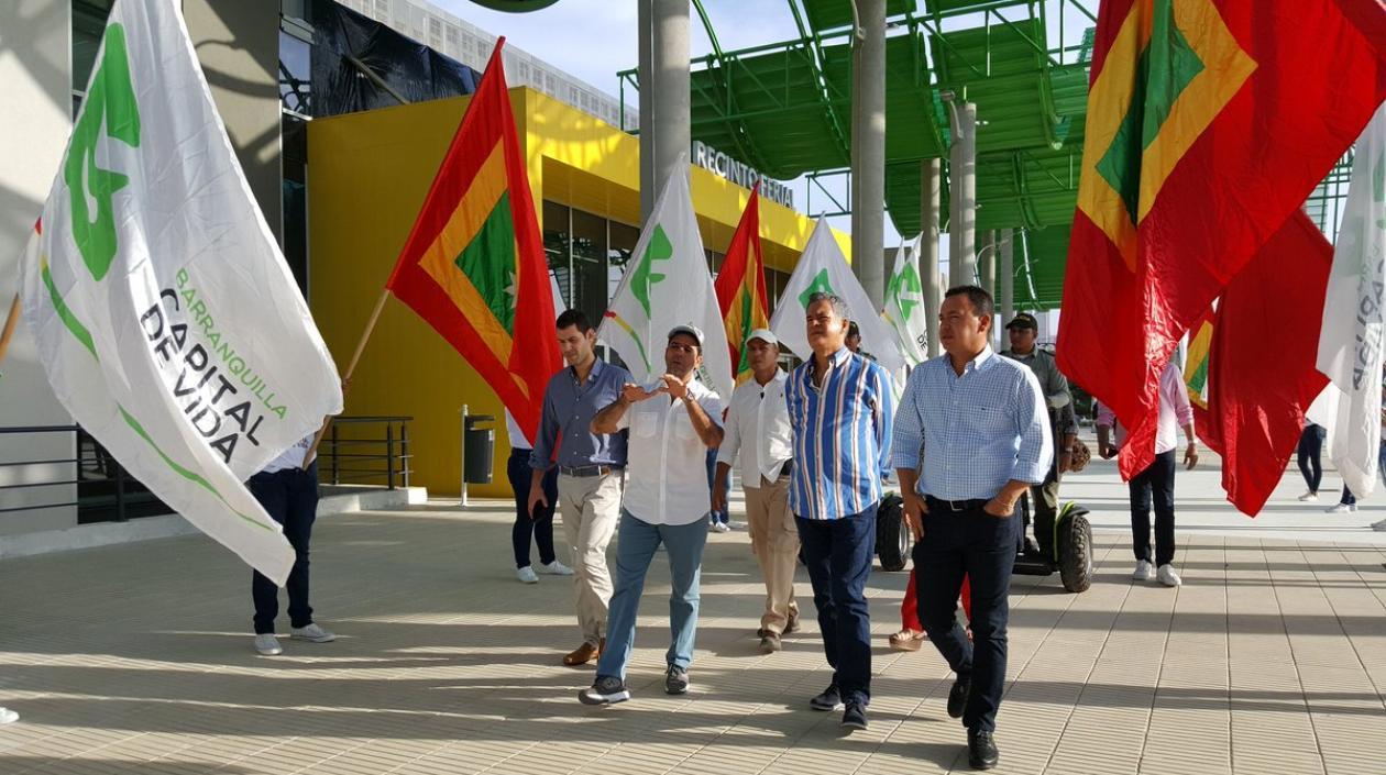 """Según indicó el secretario de Cultura de Barranquilla, Juan José Jaramillo, a lo largo y ancho de las gradas del Gran Malecón del Río, se desplegará la bandera humana, en donde se realizará un """"solemne acto"""" que contará con la participación de la Banda Distrital de Casas de Cultura, que interpretará el himno de Barranquilla y seguidamente el 'cumpleaños feliz', para dar paso a otros cuatro temas musicales en homenaje a la ciudad"""
