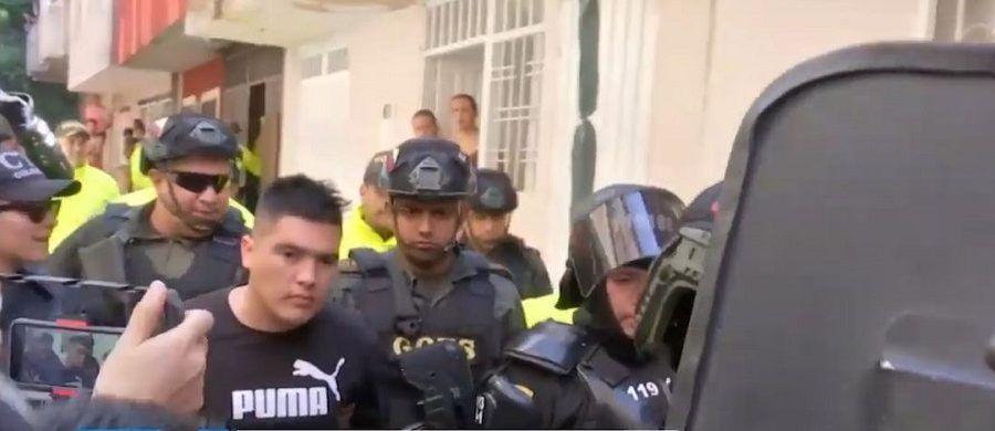 Este es el momento en el que en un barrio del sur de Bucaramanga fue capturado Juan Guillermo Valderrama, novio de la chilena Ilse Ojeda desaparecida en Colombia desde el pasado 29 de marzo.