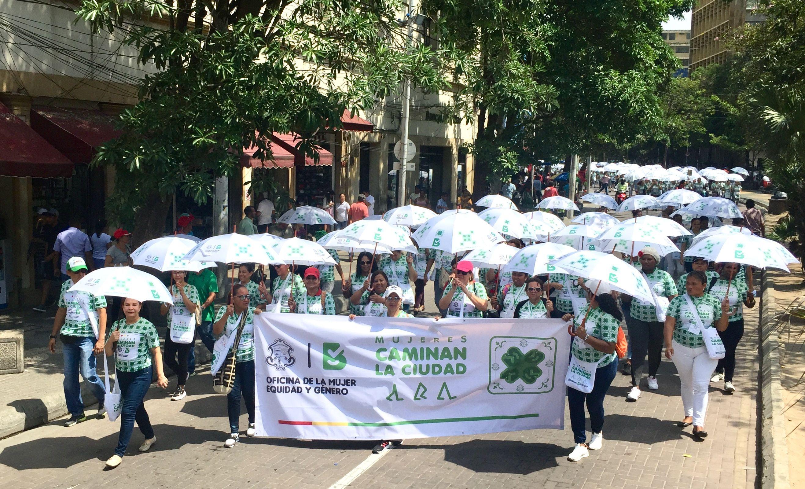 Una gran marcha de paraguas blancos se tomó el Paseo Bolívar, desde las cinco las localidades Barranquilla, con 'Las Mujeres Caminan la Ciudad', una iniciativa de la Oficina de la Mujer, Equidad y Género que fomenta la participación e integración social
