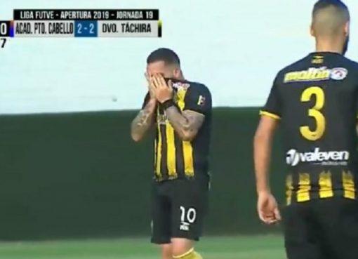 Metió el gol que eliminó al equipo que dirige su padre y se puso a llorar