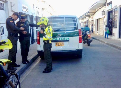 Un agente de Policía fue multado por parquear mal su patrulla en Popayán