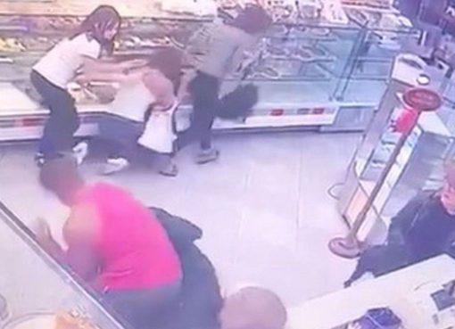 Hombre se mete a robar a panadería y en la panadería le dieron pan pan