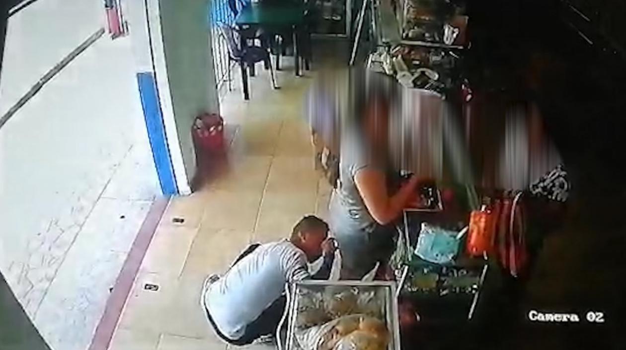 Un hombre identificado por las autoridades locales como Miguel Ángel Vázquez Olivera fue capturado recientemente, el sujeto se hizo viral en las distintas redes sociales en la ciudad de Barranquilla por su abusiva actuación con una mujer dentro de una tienda en el barrio El Limón