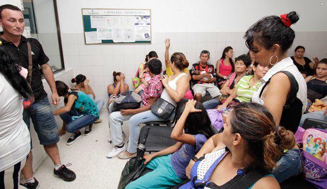 Después de recorrer diez hospitales y clínicas en la ciudad, el afectado Jean Carlos Barcasnegras fue atendido en un centro solo cuando pudo llegar en compañía de un funcionario de la Personería Jurídica.