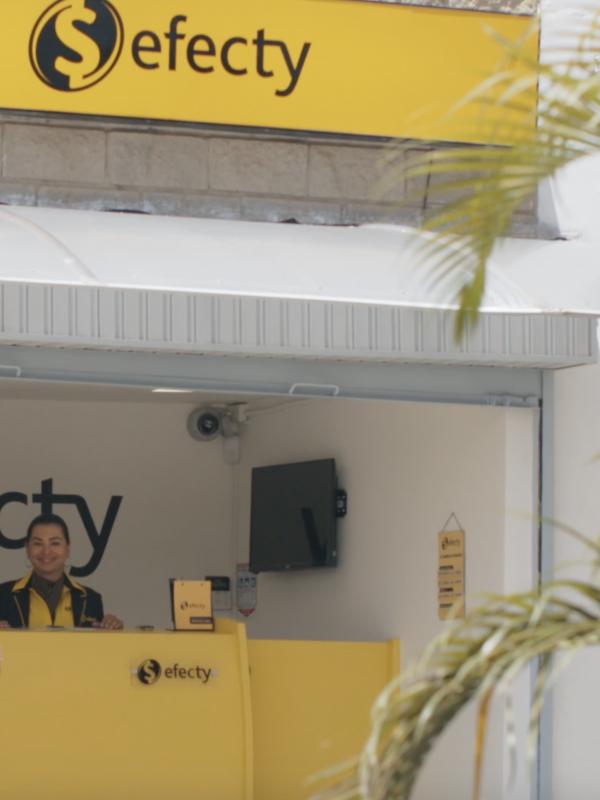 VIDEO: Con la ayuda de una «mona» roban un local de Efecty