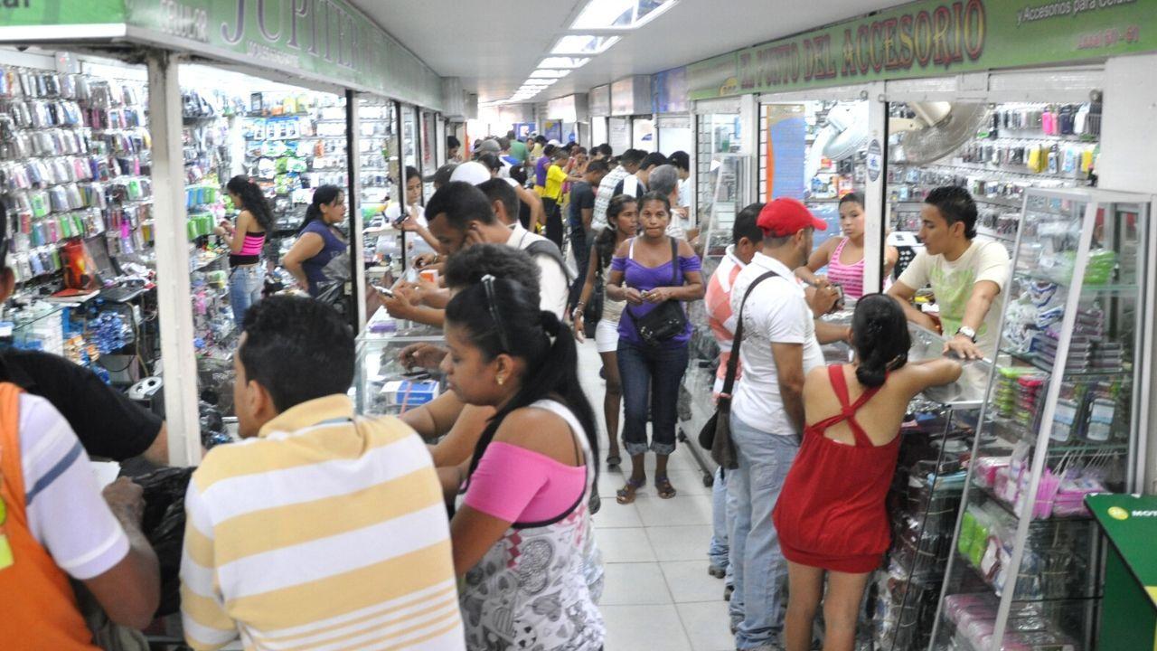 En la tarde de hoy se conoció la historia de José Eusebio Caro, un hombre nacido en Valledupar y residente desde hace muchos años en la ciudad de Barranquilla, actualmente se desempeña realizando labores de mantenimiento y reparación de celular en un local en Fedecafe