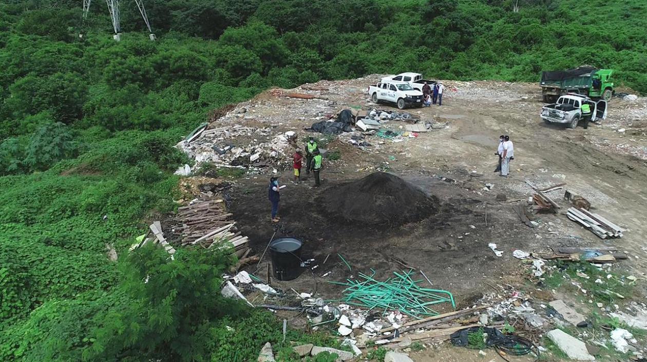 En un ejercicio de autoridad ambiental, la Corporación Autónoma Regional del Atlántico C.R.A y la Policía Ambiental, realizaron un operativo en la vereda Las Nubes, zona rural de Barranquilla, en el cual se individualizó la operación de producción ilegal de carbón vegetal.