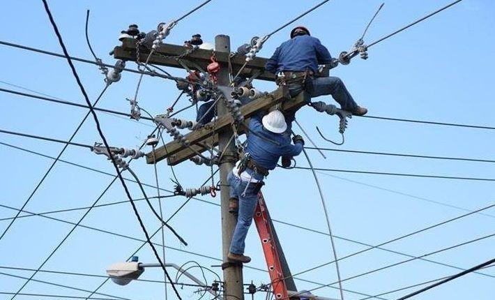 La interrupción del servicio de energía se debe a cambios en los postes de servicios públicos, poda de árboles y mantenimiento de la red.