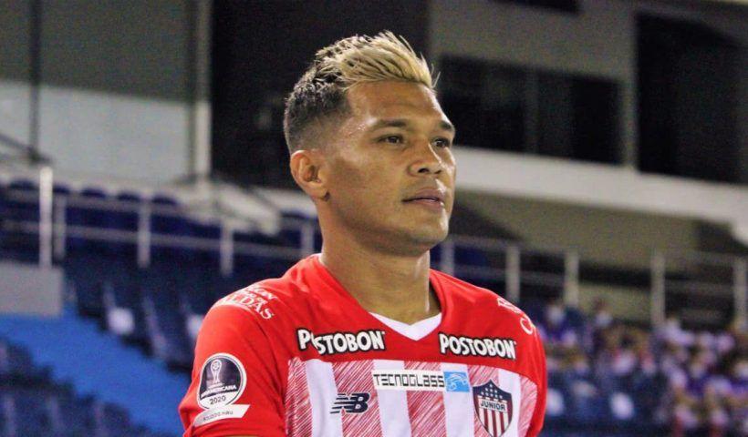 """En Barranquilla algunas personas se han empezado a cansar de algunos hinchas """"tóxicos"""" del Junior de Barranquilla, que aun después de varias semanas, siguen llorando la partida del jugador 'Teo' Gutiérrez del equipo barranquillero"""