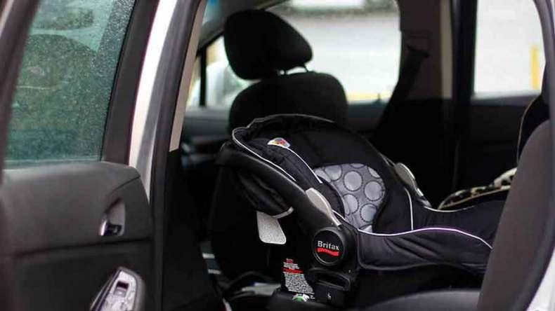 ¡Algo muy insólito! Aparentemente, la mujer olvidó accidentalmente a su bebé en el asiento trasero del auto luego de 9 horas encerrada.