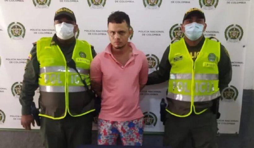 Luego de varios videos circulados en redes sociales, la mujer descubrió que fue su hermano era el ratero de una miscelánea en Barranquilla.