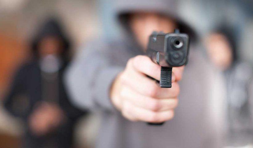 Los presentes empezaron a gritar para que el bandido no robara a un transeúnte, pero lo que lograron fue que les disparara.